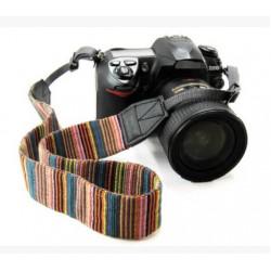 Fényképezőgép nyakpánt csíkos mintával